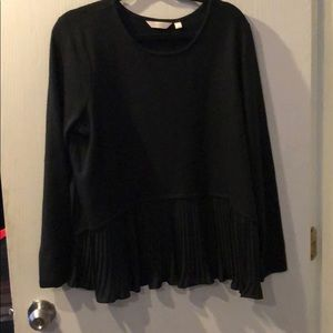 Sweater with pleats on bottom
